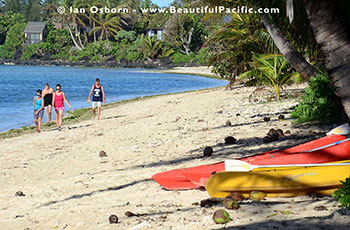 picture of the beach front at Tianas on Rarotonga