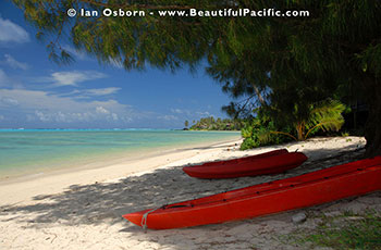 picture of kayaks on Muri Beach in the Cook Islands